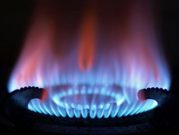 Gázkészülék használata esetén gondoskodni kell a műanyag ablak szellőzéséről